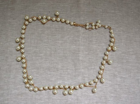 costume jewelry pearl necklace | simple pretty